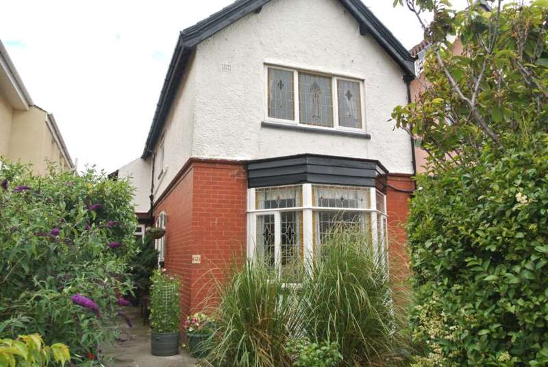 4 Bedrooms Semi Detached House for sale in Harrowside, Blackpool, FY4 1LR