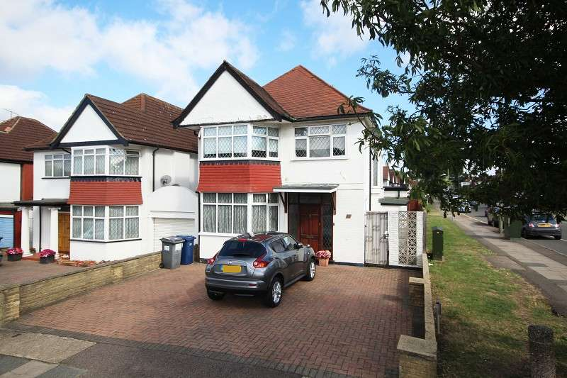 3 Bedrooms Detached House for sale in The Drive , Edgware