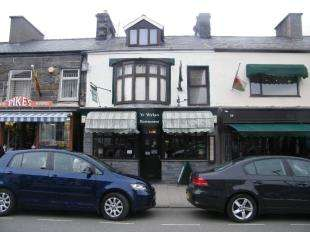 3 Bedrooms Flat for sale in High Street, Porthmadog, Gwynedd, LL49