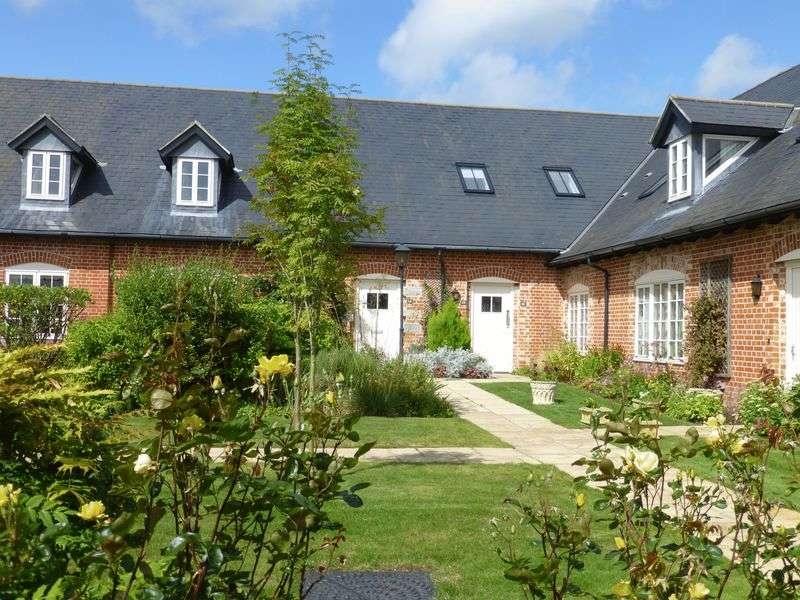 2 Bedrooms Flat for sale in Home Farm, Iwerne Minster, Blandford Forum