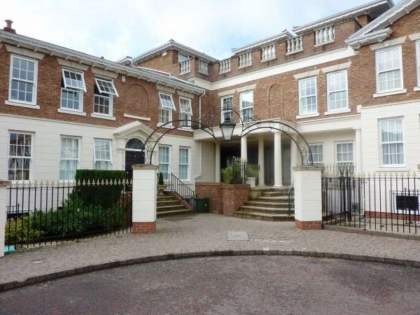 3 Bedrooms Flat for sale in The Square, Ringley Chase, Whitefield, MANCHESTER, Lancashire