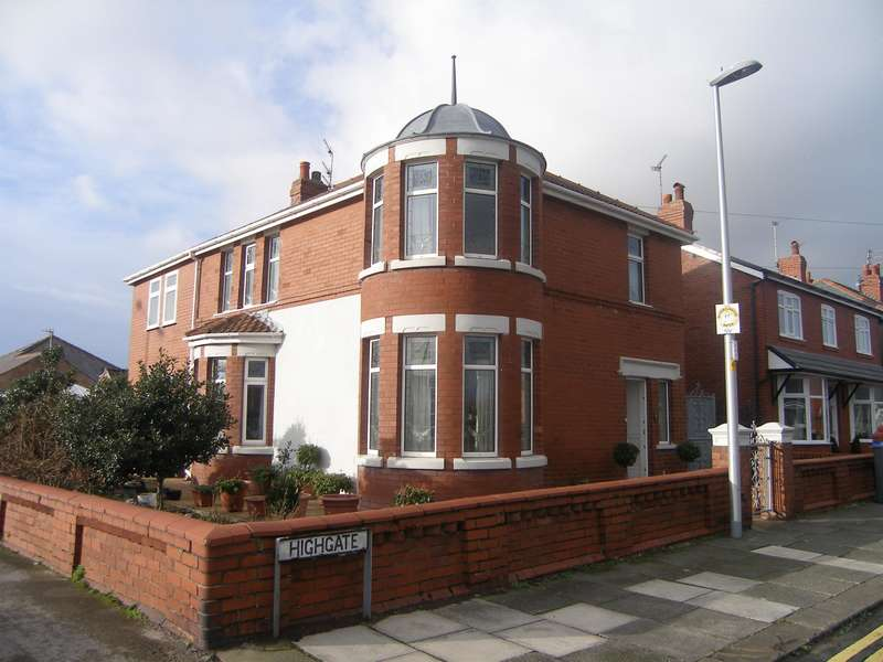 4 Bedrooms Detached House for sale in Highgate, South Shore, Blackpool, FY4 2QJ
