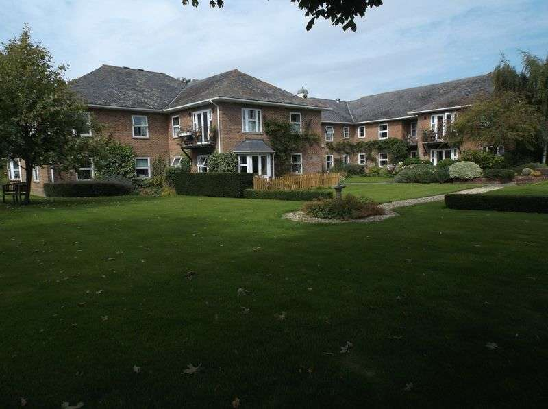 2 Bedrooms Flat for sale in Hays Park, Sedgehill, Shaftesbury: NO CHAIN two bed first floor retirement apartment