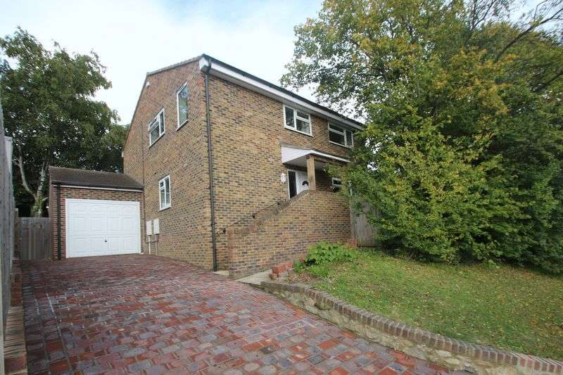 4 Bedrooms Detached House for sale in Romney Way, Tonbridge