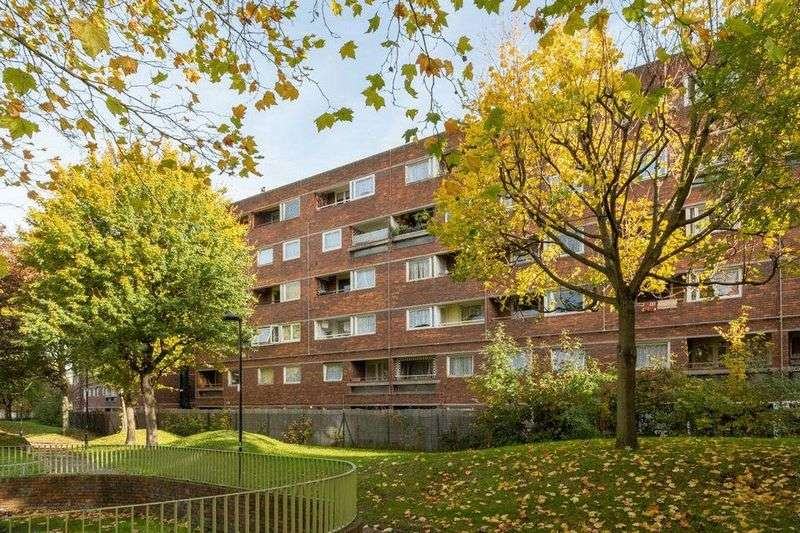 5 Bedrooms Flat for sale in Rhodeswell Road, London