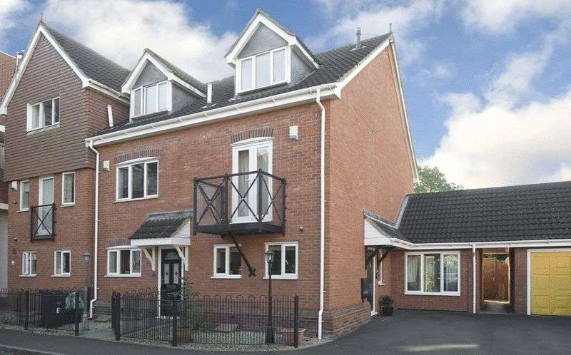3 Bedrooms Terraced House for sale in The Green, Wordsley, Stourbridge