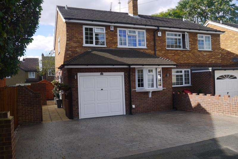 3 Bedrooms Semi Detached House for sale in Greenfern Avenue, SLOUGH, SL1
