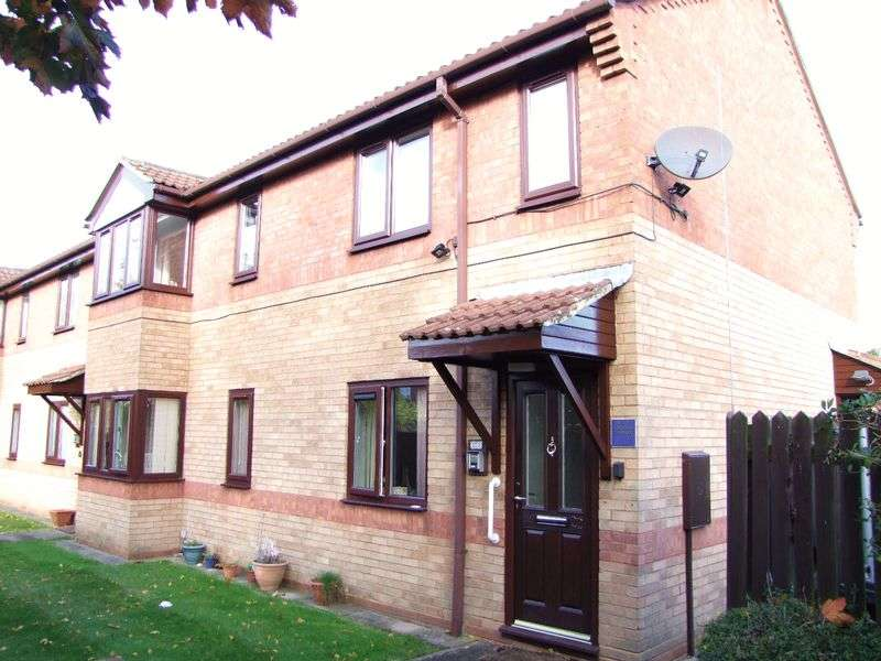 2 Bedrooms Flat for sale in Ladywell Close, Stretton