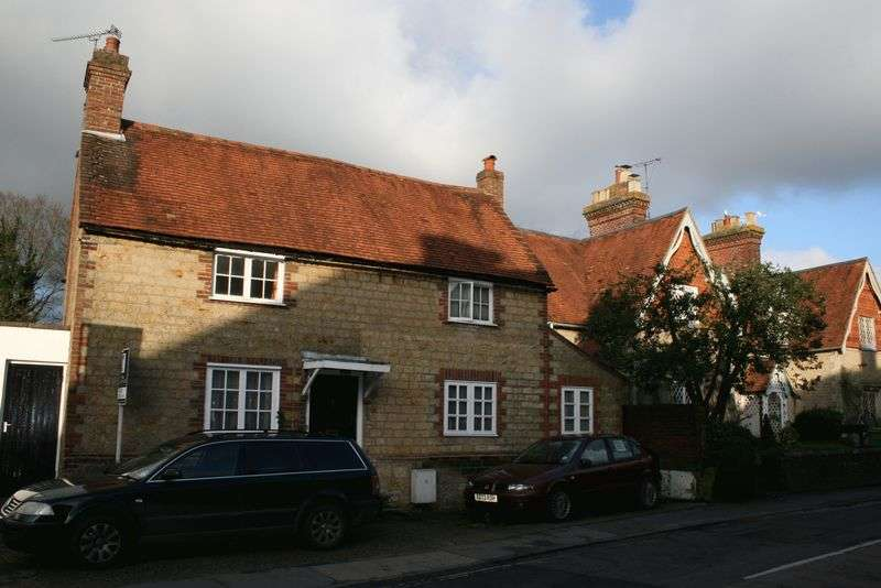 2 Bedrooms House for sale in Haslemere Road, Liphook