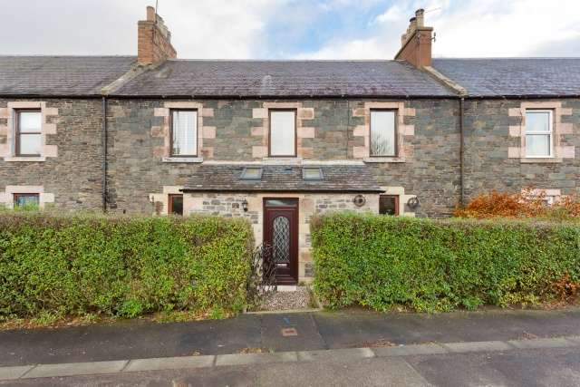 2 Bedrooms Ground Flat for sale in Arnot Place, Earlston, Borders, TD4 6DP