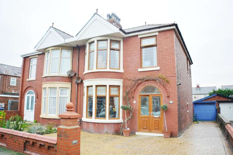 3 Bedrooms Semi Detached House for sale in Scarsdale Avenue, South Shore, Blackpool, FY4 2PB