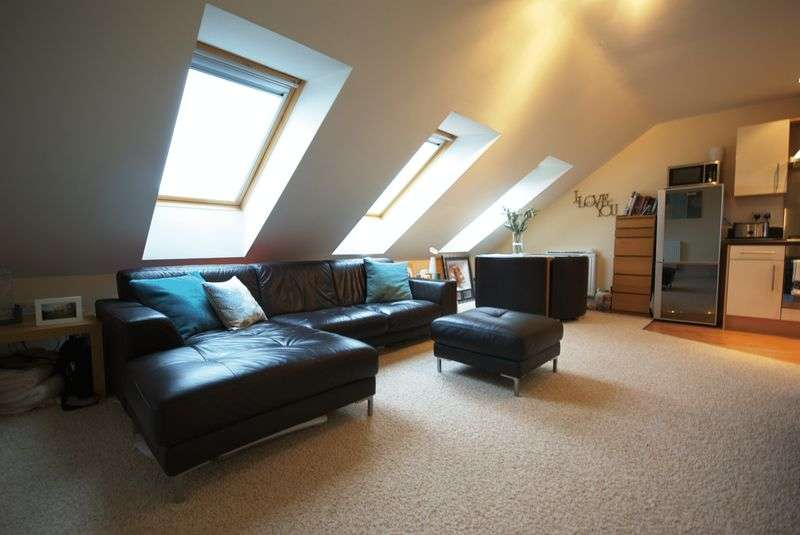 2 Bedrooms Flat for sale in Pine Street, Heywood