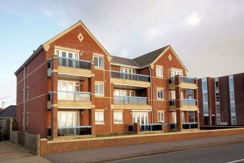 2 Bedrooms Flat for sale in Panorama Court, Marine Parade West, Lee-On-The-Solent, PO13