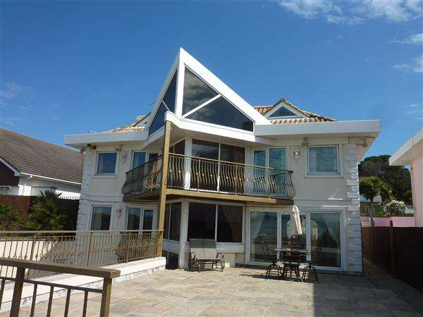 4 Bedrooms Detached House for sale in Shore Road, Sandbanks