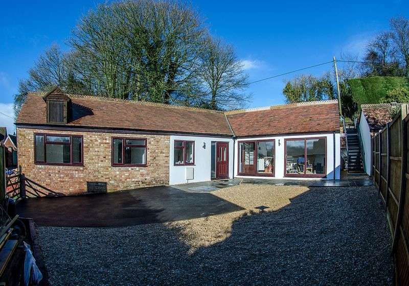 3 Bedrooms Detached Bungalow for sale in Upper Marsh Road, Warminster