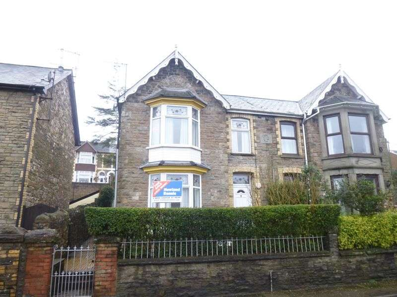 4 Bedrooms Semi Detached House for sale in St Lukes Road, PONTYPOOL, Torfaen