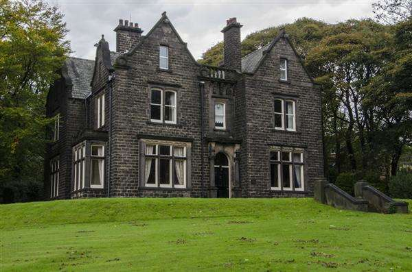 6 Bedrooms Detached House for sale in Fernthorpe Hall, (Off Church Rd), Uppermill