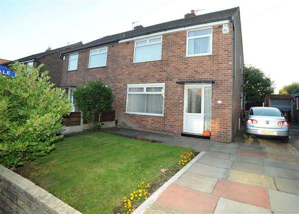 3 Bedrooms Semi Detached House for sale in 17 Queensway, Irlam M44 6ND