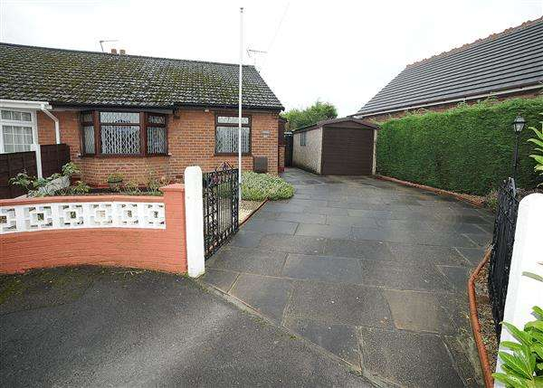 2 Bedrooms Bungalow for sale in 21 Sunningdale Drive, Irlam, M44 6NJ