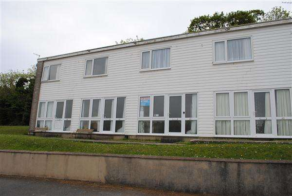 2 Bedrooms Terraced House for sale in 42 Freshwater Bay Holiday Village