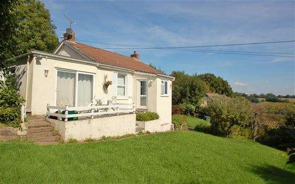 3 Bedrooms Detached Bungalow for sale in BLAKENEY HILL ROAD, BLAKENEY
