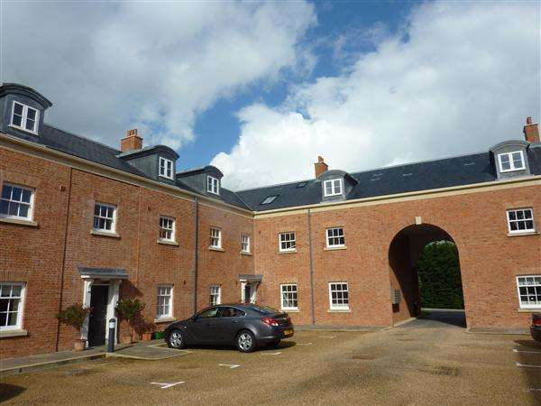 2 Bedrooms Apartment Flat for sale in The Gate House, The Mount, Chepstow