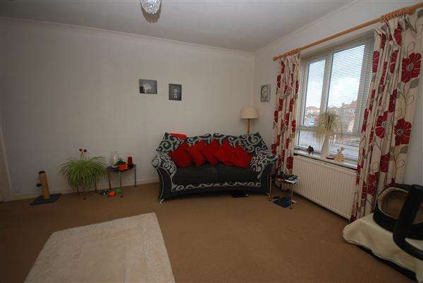 2 Bedrooms Apartment Flat for sale in McGregor Avenue, Stevenston