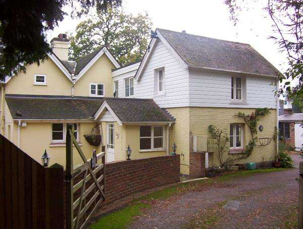 4 Bedrooms Detached House for sale in Beechey Knowle, Borers Arms Road, Copthorne