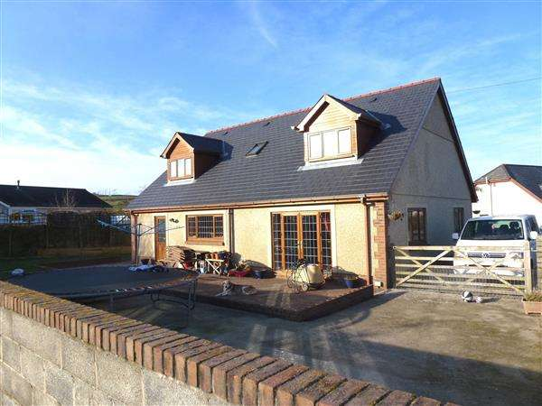 4 Bedrooms Detached Bungalow for sale in Detached Bungalow, (To The Rear Of The Temple Bar Inn), CARMEL, Llanelli
