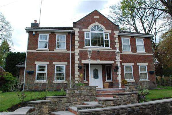 5 Bedrooms Detached House for sale in Highview Lodge, Oulderhill Drive, Rochdale