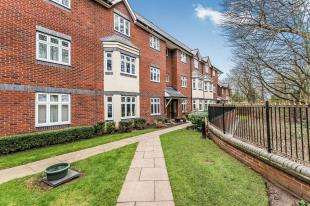 2 Bedrooms Flat for sale in Loriners Grove, Walsall, West Midlands, 43 Loriners Grove