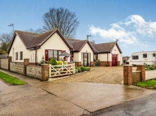 3 Bedrooms Bungalow for sale in Repps With Bastwick, Great Yarmouth, Norfolk
