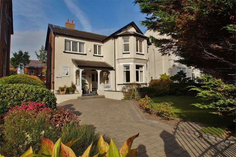 4 Bedrooms Detached House for sale in Knowsley Road
