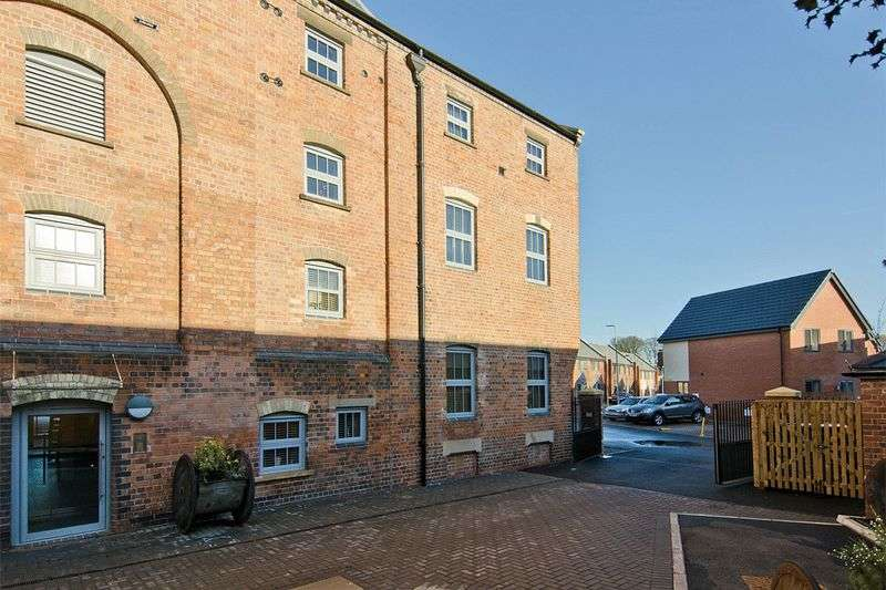 2 Bedrooms Flat for sale in The Malt House, Cairns Close, Lichfield