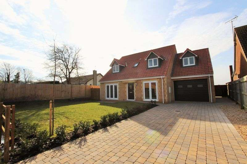 4 Bedrooms Detached House for sale in Main Road, Easter Compton