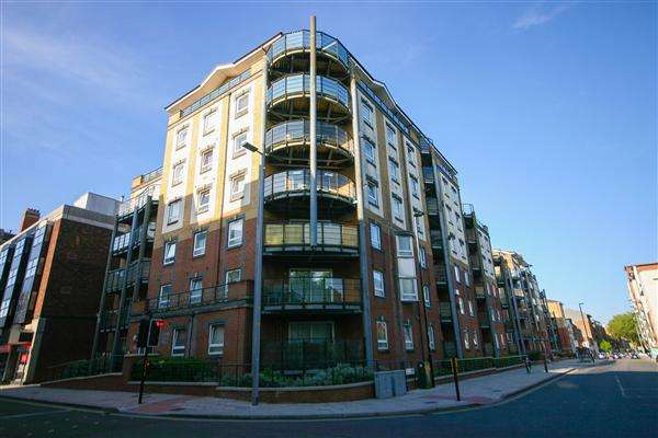 2 Bedrooms Apartment Flat for sale in Coopers Court, Merchants Quarter 4 Briton Street, Southampton