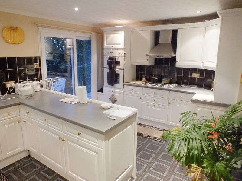 4 Bedrooms Terraced House for sale in Hollman Gardens, Norbury, London SW16