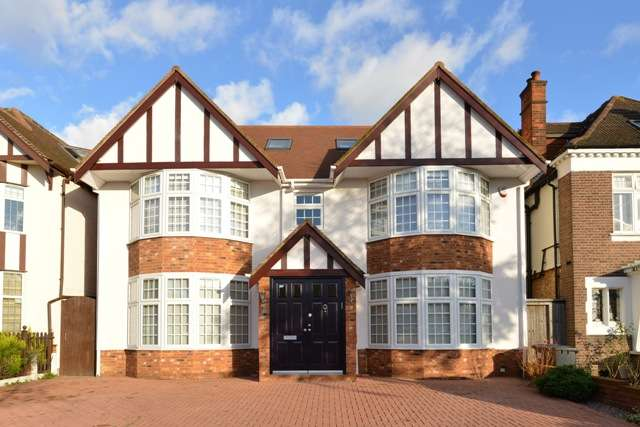 5 Bedrooms Detached House for sale in Flower Lane, Mill Hill, London, NW7
