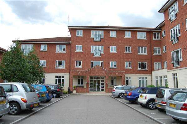 2 Bedrooms Apartment Flat for sale in Farthing Court, Langstone Way, London