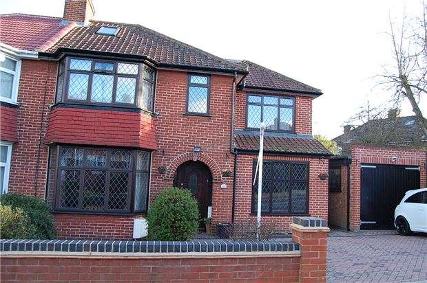 4 Bedrooms Semi Detached House for sale in Ennerdale Drive, KINGSBURY, NW9 0DX