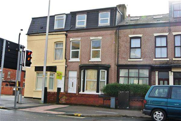 3 Bedrooms Property for sale in George Street, Blackpool