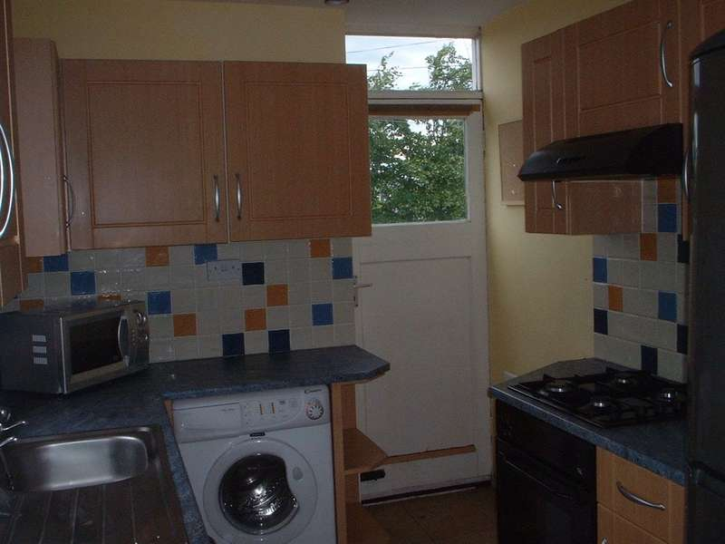 2 Bedrooms Flat for rent in Stratford Road, Heaton