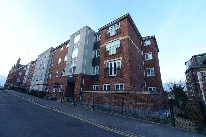 1 Bedroom Flat for sale in Modern One Bedroom Apartment located just a short walk from Westbourne