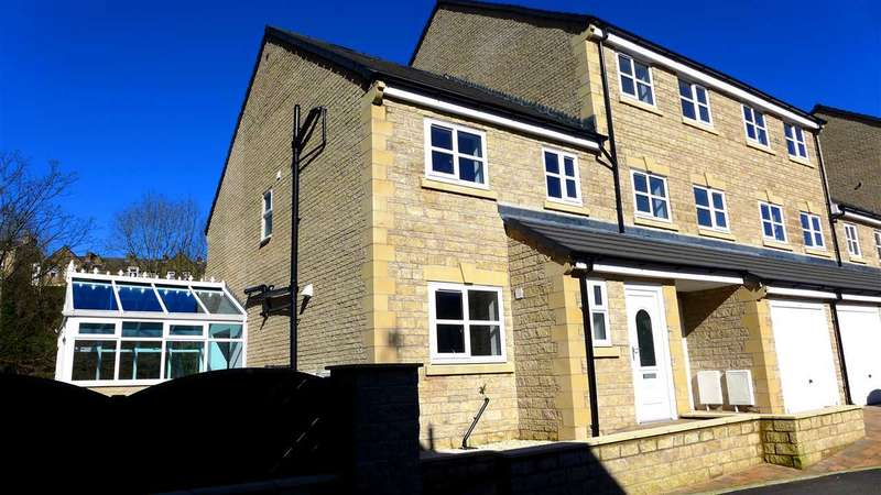 3 Bedrooms Semi Detached House for sale in Weir Close, Padiham