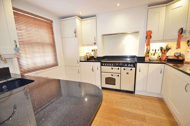 3 Bedrooms Property for sale in Westgate, Chichester