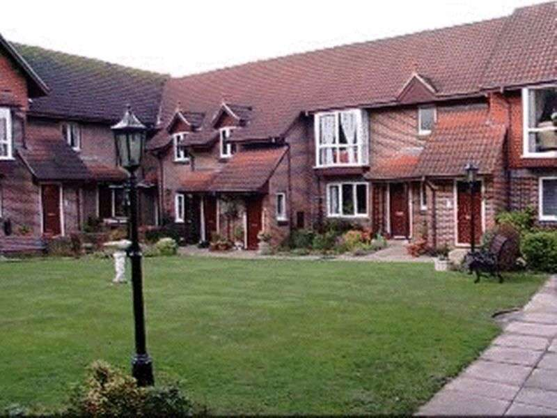 2 Bedrooms Retirement Property for sale in Lincoln Court, Southampton, SO30 3RF