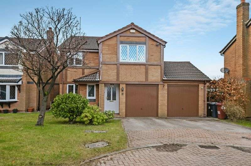 4 Bedrooms Detached House for sale in Heron Close, Blackburn, BB1