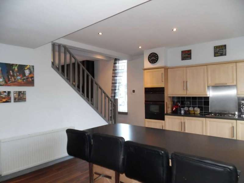 3 Bedrooms Semi Detached House for sale in Lyon Street, Shaw
