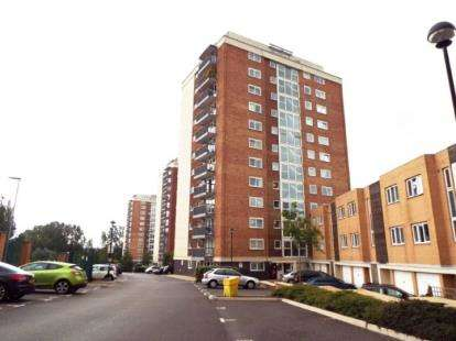 2 Bedrooms Flat for sale in Lakeside Rise, Manchester, Greater Manchester