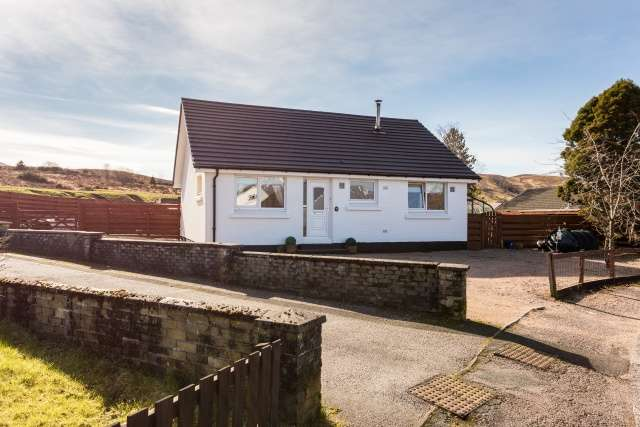 2 Bedrooms Bungalow for sale in Perth Place, Fort William, Highland, PH33 6UL
